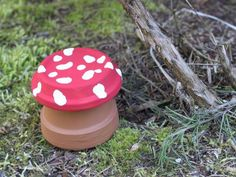 Clay Pot Toadstool -Upcycle Terracotta Pots and Saucers into these colorful Toadstools that will add colour and personality to your home Pots D'argile, Clay Pots, Garden Crafts, Garden Art, Garden Club, Garden Ideas, Backyard Ideas, Diy Arts And Crafts, Fun Crafts