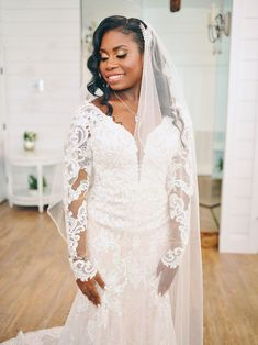 20 Ways to Wear a Veil With Your Wedding Hairstyle - Whether you're sporting a formal updo or long, loose waves, here's the lowdown on wedding hairstyles with veils. {CivicPhotos} Bridal Veils And Headpieces, Black Bride, Bridal Session, Long Sleeve Wedding, Farm Wedding, Bride Groom, Wedding Gowns, Lace, Color