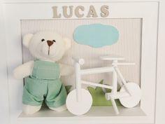 Quadro de urso com bicicleta