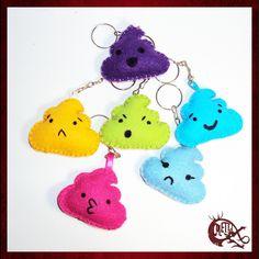 Conjunto de chaveiros Cute Poop, com 6 chaveiros diferentes!  Cores e emoticons podem ser escolhidos na compra (enviar mensagem).  Chaveiros fofinhos e diferentes.  ...