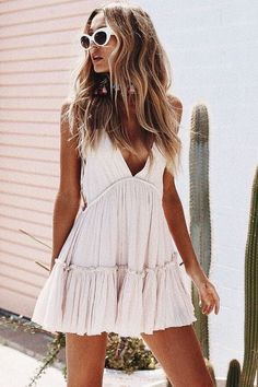 46 Beautiful & Trending Spring/Summer Outfits You Need To Get Right Now - Page 4 of 5 - Damen Mode 2019 Little Dresses, Cute Dresses, Summer Dresses, Summer Fashions, Mini Dresses, Mode Outfits, Fashion Outfits, Womens Fashion, Fashion Trends