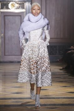 Sophie Theallet Fall 2016 Ready-to-Wear Fashion Show Collection: See the complete Sophie Theallet Fall 2016 Ready-to-Wear collection. Look 5 Timeless Fashion, High Fashion, Fashion Show, Runway Fashion, Fashion Beauty, Luxury Fashion, Sophie Theallet, 2015 Fashion Trends, Clothing Photography