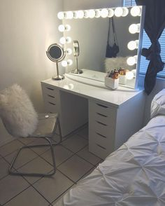 17 Makeup Organizers And Storage Ideas For Makeup Junkies 17 Makeup Organizers And Storage Ideas For Makeup Junkies Safari claralokng m a k e u p s t o nbsp hellip Room ideas vanity Makeup Room Decor, Makeup Rooms, Sala Glam, Room Ideas Bedroom, Bedroom Decor, Vanity Room, Ikea Vanity, Vanity Set, Cute Room Decor