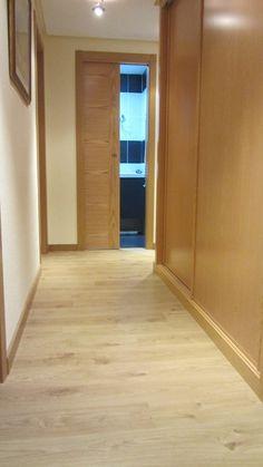 vista de pasillo - En el pasillo hemos ganado espacio para crear un amplio armario. Ideas Para, Hardwood Floors, Living Room, Bedroom, Modern Kitchens, House, Closets, Halloween, Home Decor