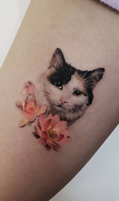 These Awesome Cat Tattoos Will Take Your Cat Obsession to The Next Level - beautiful cat tattoo ideas © tattoo artist ziho Tatto Cat, Cute Cat Tattoo, Lion Tattoo, Cute Tattoos, Beautiful Tattoos, Body Art Tattoos, Tattoo Drawings, Sleeve Tattoos, Tattoo Sketches
