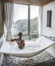 Omg, i want this tub with a view!