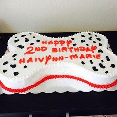 A sweet and simple take on a 101 Dalmatians cake.