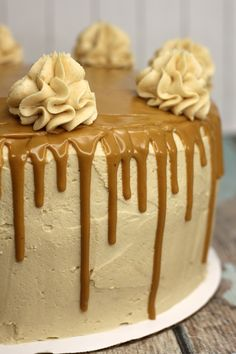 Low Unwanted Fat Cooking For Weightloss Dangerously Delicious Peanut Butter Cake French Vanilla Cake, Vanilla Cake Mixes, Mini Cakes, Cupcake Cakes, Poke Cakes, Layer Cakes, Cake Recipes, Dessert Recipes, Smooth Cake