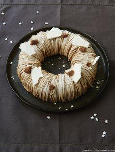 Inspirée du mont-blanc, cette couronne de fête cache un coeur glacé à la vanille. Deux conditions pour la réussir : posséder une turbine à glace ou une sorbetière et une douille à vermicelles. Ajoutez un doigt de minutie et de patience…