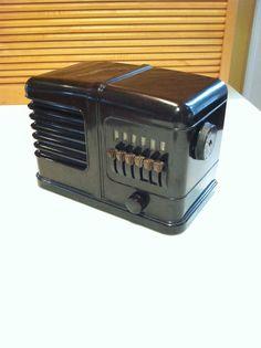 1938 Airline Art Deco Bakelite Radio