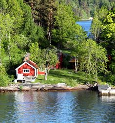 Cross into Sweden, the location considering the red wooden houses in moose thick woodlands, the location in which traditions and way of life. Swedish Cottage, Red Cottage, Swedish House, Lake Cabins, Cabins And Cottages, Red Houses, Wooden Houses, Lakeside Cottage, Sweden Travel
