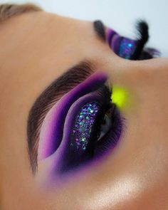 NORVINA VOL. 1 💜 This look took me 3 and a half hours and nearly half a tube of ABH primer again 🙈 but I love love love this colour combo… Makeup Eye Looks, Eye Makeup Art, Colorful Eye Makeup, Beautiful Eye Makeup, Cute Makeup, Pretty Makeup, Eyeshadow Makeup, Dramatic Makeup, Eyeshadows