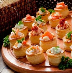 Vol au vent with breakfast fillings Vol Au Vent, Nibbles For Party, Appetizers For Party, Appetizer Buffet, Appetizer Recipes, Canapes Recipes, Finger Food Appetizers, Finger Foods, Aperitivos Finger Food