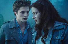 """Dieci anni della saga """"Twilight"""": inversione di ruoli per i vampiri. http://www.sologossip.com/2015/10/07/dieci-anni-della-saga-twilight-inversione-di-ruoli-per-i-vampiri/"""