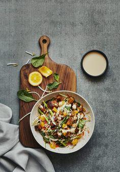 Warm Asian Tofu & Vegetable Salad - Three times a day - - Gourmet Recipes, Vegetarian Recipes, Healthy Recipes, Legumes Recipe, Vegetable Salad, Food Inspiration, Salad Recipes, Food Photography, Yummy Food