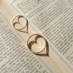 Welcome to The Wedding Gateway. UK based network of sites designed to help you with your wedding planning. Jaba, Wedding Planning, Pearl Earrings, Wedding Rings, Stuff To Buy, Image, Jewelry, Pearl Studs, Engagement Rings