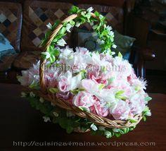 Pliage de serviettes en forme de roses pour vos fêtes