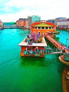 Um bar no lago de Genebra, Suíça