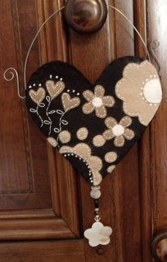 Heart, Shamrock, Circle, Door Hanging.  Do with Felt.  Maybe make the Hanger from old wire hangers? I love love love this...just think of all the colors you could make this in!!!!!!!