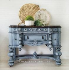 Painting Wooden Furniture White Classic Home Furniture Shabby Chic Furniture, Decor, Furniture Finishes, Rustic Furniture, Diy Furniture, Vintage Furniture Makeover, Painted Furniture, Vintage Furniture, Furniture Decor