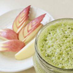 Today's breakfast  #사과 #apple #苹果 #りんご #applesmoothie  사과의 철이 돌아왔다 시댁에서 사과 한박스가 왔는데 탐스러운 빨간 사과가 한가득! 아삭아삭하니 맛있다 이제 또 한동안 사과만 먹겠네ㅎㅎ  #로푸드 #로푸드한끼 #아침 #가을사과 # #ローフード #秋りんご #rawfood #rawvegan #plantbased #wholefoods #veganfood #whatveganseat #myfooddiary