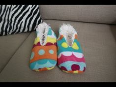 Sewing Tutorials, Sewing Projects, Diy Projects, Sewing Slippers, Baby Shoes Tutorial, Sock Shoes, Diy Clothes, Mittens, Knitting