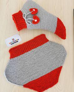 Kirmizi Ve Grinin Muhtesem Uyumu ❤️ Beğe Tejer - Crochet Slippers - knittingo Baby Hats Knitting, Baby Knitting Patterns, Knitting Socks, Free Knitting, Crochet Patterns, Easy Crochet Socks, Booties Crochet, Knitted Slippers, Knitted Hats