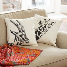 Giraffes and antelopes and cushions, oh my! Add a touch of the wild to your fall home decor. #silkscreen #comfy #fairtradehome