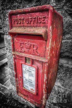 British Post Box ©Adrian Evans