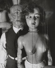 André Kertész - Marionnettes de Pilsner - 1929
