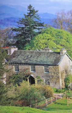 Beatrix Potter bought Hill Top in 1905, .... ♥♥ .... having fallen in love with the Lake District and the surrounding area. Over the next few years she spent as much time as possible at Hill Top, gaining inspiration for her stories from the farmhouse and the local villages.