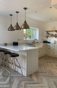 Small Kitchen Diner, Small Open Plan Kitchens, Open Plan Kitchen Dining Living, Living Room Kitchen, U Shaped Kitchen With Breakfast Bar, Small Kitchen With Island, Small Kitchen Plans, Very Small Kitchen Design, Kitchen Diner Extension