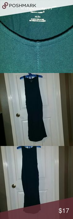 Liz lange Body con sleeveless maternity dress Beautiful Teal colored fitted knee length sleeveless maternity dress. Really flattering on the belly. Side ruching. Liz Lange for Target Dresses Midi