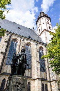 Hier wirkte einst Johann Sebastian Bach. Sein Bronzeabbild steht vor der Thomaskirche.