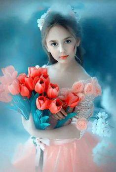 Lovely Sweetheart with a bouquet of flowers. Beautiful Little Girls, Cute Little Baby, Beautiful Children, Beautiful Babies, Little Girl Photography, Cute Babies Photography, Children Photography, Cute Baby Girl Pictures, Cute Girl Pic
