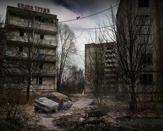 Pripyat before and after the disaster photos movies. Pripyat tours ➨ See it in Person and visit Pripyat Chernobyl ghost city Chernobyl Disaster, Chernobyl Nuclear Power Plant, Chernobyl 1986, Ghost City, Ghost Towns, Abandoned Cities, Abandoned Houses, Post Apocalyptic Art, Nuclear Disasters