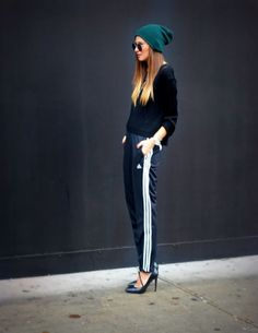 Adidas Pants & Sweater Pieced with Zara Heels and American Apparel Beanie Sport Chic, Sporty Outfits, Sporty Style, Stylish Outfits, Teen Fashion Blog, Sport Fashion, Fashion Trends, Fashion Moda, Vogue Fashion