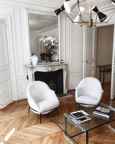 Are you looking to brighten up a dull room and searching for interior design tips? One great way to help you liven up a room is by painting and giving it a whole new look. Design Apartment, Parisian Apartment, Parisian Room, Home Living, Living Room Decor, Living Spaces, Bedroom Decor, Dining Room, Interior Design Inspiration