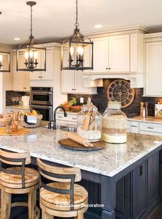 Awesome and Comfy Farmhouse Style Kitchen Design Ideas - The farmhouse kitchen design will force you to truly feel comfortable when you've got to cook for a very long time in the kitchen. A backsplash may also function as a focus for your design. Rustic Kitchen Cabinets, Farmhouse Kitchen Cabinets, Farmhouse Style Kitchen, Modern Farmhouse Kitchens, Country Farmhouse, Vintage Farmhouse, Farmhouse Decor, Kitchen Backsplash, Farmhouse Small