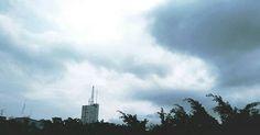 - The rain is coming Watching the clouds from my window 6.0. Desde mi #ventana 6.0.  #nubes #clouds #ventana #sky☁ #photography #fotografias #windows #photographyislove #verano #sunset #summer #cielo #samsungs5 #edificios #guayaquil #guayaquilesmidestino #sky #beatiful #photographyislifee #colorsofsky #fotografia #colorsofsunset #samsungs4 #horizonte #blue #clouds #ecuador🇪🇨 #heroe593 #paisajesecuador593#bluesky#rain