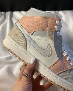 Cute Sneakers, Sneakers Nike, Basket Originale, Zapatillas Nike Jordan, Jordan Shoes Girls, Nike Shoes Air Force, Air Force Sneakers, Aesthetic Shoes, Hype Shoes