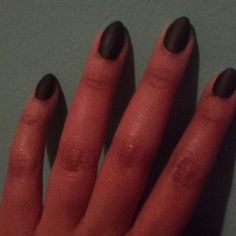 short stilleto black matte nails