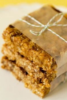 Homemade clif bars: 1 cup dates (pitted) cups crisp rice cereal 1 cup quick-cooking oats ¼ cup coarsely chopped peanuts 2 tablespoons ground flaxseed Breakfast Recipes, Snack Recipes, Cooking Recipes, Diet Recipes, Breakfast Bars, Cereal Recipes, Sweets Recipes, Breakfast Ideas, Healthy Recipes