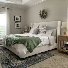 Bedding Master Bedroom, Bedroom Green, Master Bedroom Design, Dream Bedroom, Home Decor Bedroom, Modern Bedroom, Bedroom Ideas, Eclectic Bedrooms, Tan Bedroom Walls