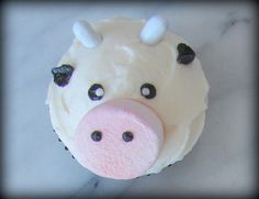 cow cupcake... who wants to make these for me?!?!?! (: I'd love them forever