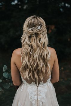 Dreamy curled long hair with elegant bridal braid | Image by Jonnie + Garrett Wedding Photographers
