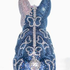 HELLO FRENCH BRUNO/ BUTTERFLY #frenchbruno #art #butterfly #sculpture #amazing #fantastic #blingbling #swarovski #kunst #j_leitner #chrystal #glamour #glamorous #luxury #exclusive #frenchbulldog #doggy #glitter #glitzer #figure #dog #hund Swarovski, Butterfly, Glitter, Bling, Glamour, Sculpture, French, Crystals, Dog