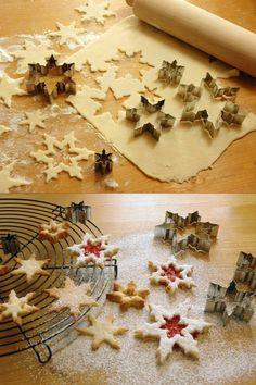 Keksausstecher-Set aus Weißblech, bestehend aus 5 Ausstechern in Schneeflockenform, in kleinem Familienbetrieb im Hausruckviertel aus Weißblech gebogen und zusammengeschweißt.Keksausstecher-Set aus Weißblech, bestehend aus 5 Ausstechern in Schneeflockenform. Baking Biscuits, Bread, Food Cakes, Snowflakes, Christmas Time, Handmade