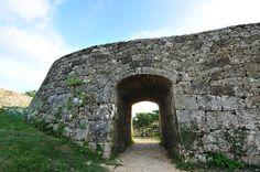 【沖縄おすすめ情報】 沖縄最古のアーチ型城門 西洋の城を彷彿とさせる美しいアーチ型の城門