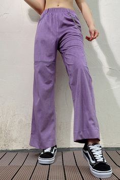 Mellow Picks offers a curated collection of cute, bold, rebellious & statement wardrobe essentials with hundreds of must have looks. Purple Jeans Outfit, Colored Pants Outfits, Purple Outfits, Purple Pants, Color Pants, Trouser Outfits, Lila Outfits, Cute Casual Outfits, Streetwear